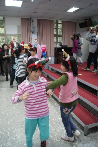 "3rd and 4th graders dancing to ""feliz navidad"""